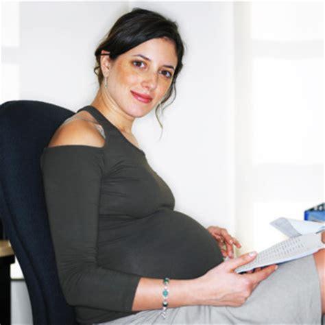 comment s habiller au bureau femme enceinte comment s 39 habiller classe au bureau maman
