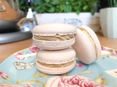 Faire des macarons vegan n'est pas plus difficile que faire des macarons non vegan. Chocolate Espresso Vegan Macarons