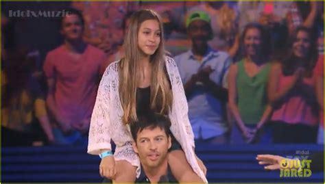 harry connick jr  random girl  shoulder ride  american idol video photo