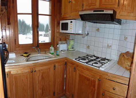 cuisine pour chalet cuisine du chalet le nid toute équipée plaque de cuisson