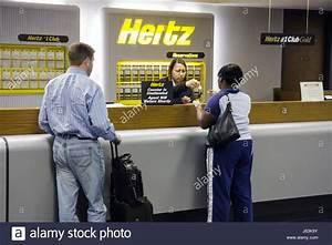 Hertz Auto Mieten : saginaw michigan mbs international flughafen auto mieten z hler hertz schwarz frau mann ~ Watch28wear.com Haus und Dekorationen