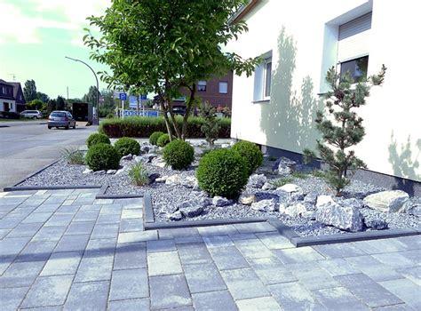 Vorgarten Pflastern Bilder by Pflegeleichte Vorgartengestaltung Mit Gr 228 Sern Bux Und Felsen