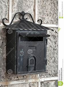Lettre Metal Vintage : vieille bo te aux lettres noire superficielle par les agents en m tal image stock image 33256053 ~ Teatrodelosmanantiales.com Idées de Décoration