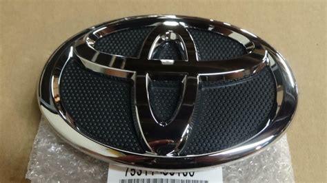 Emblem Toyota Camry By Lumobil 07 09 oem new toyota camry front grille emblem 75311