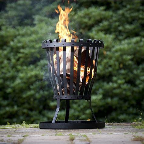 Feuer Im Garten Lagerfeuerromantik Vorm Haus