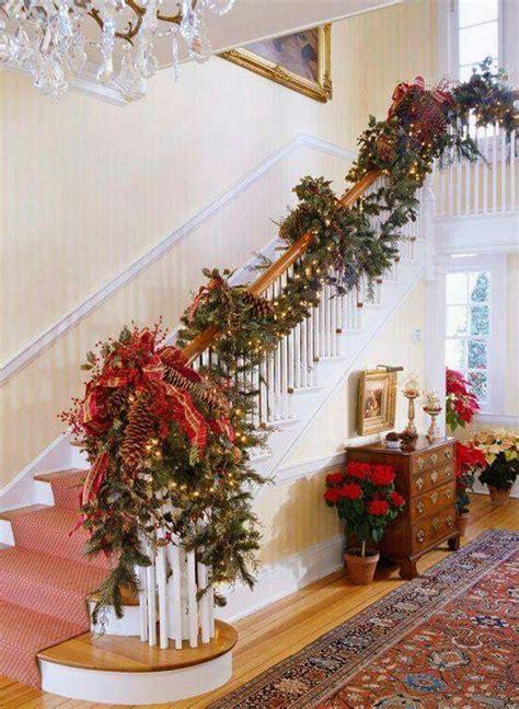 beautiful christmas staircase decor ideas   digsdigs