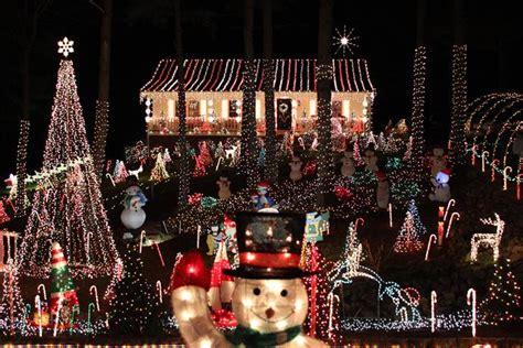 amazingly decorated christmas houses  north carolina