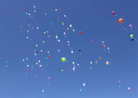 heliumballons  die luft steigen lassen