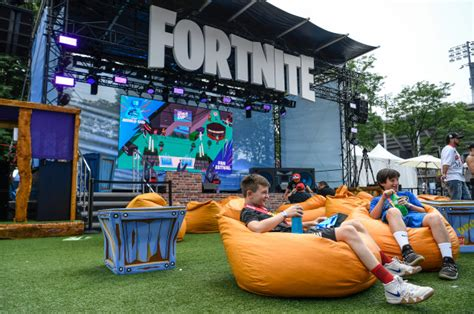 epic games launches fortnite chapter   rivals gain