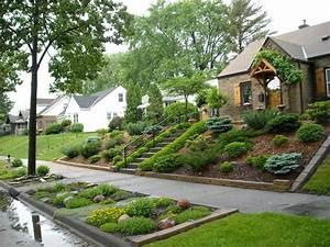 Landscaping for sloped front yard with steps home for Amenager jardin en pente 7 creer une jolie terrasse avec des paves en pierre