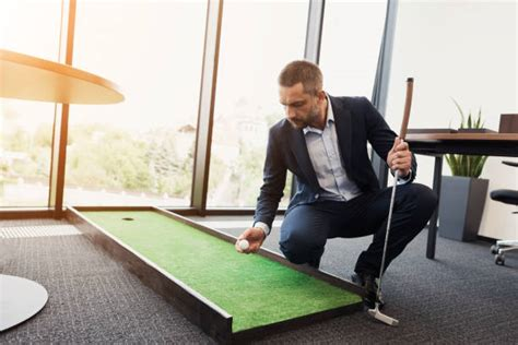 mini golf bureau golf bureau photos et images libres de droits istock