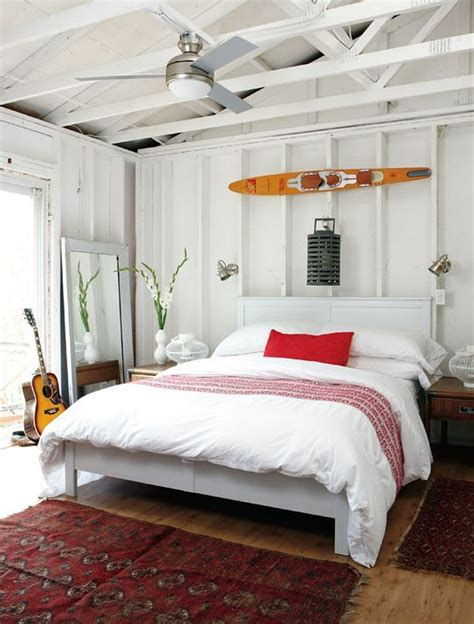 Easy Ways Of Creating Lake House Bedroom Decorating Ideas
