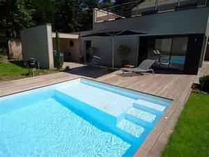 L'escalier sur mesure par l'esprit piscine Escalier sur mesure avec banquette sur la largeur