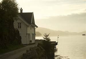 Haus Im Wasser : 140 norwegen haus alles am wasser merian foto holzhaus in geiranger norwegen geiranger geo ~ Watch28wear.com Haus und Dekorationen