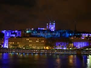 Le Et Lumiere Fr by Le Vieux Lyon Se Pare D Une Tr 232 S Belle Lumi 232 Re Violette