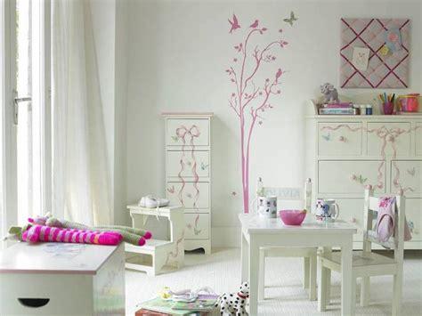ideen mädchen zimmer einrichten weiß rosa wandtatoos