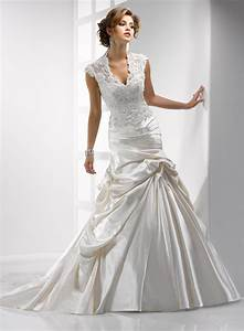 Elegant wedding dresses with collars for majestic look for Wedding dress with collar