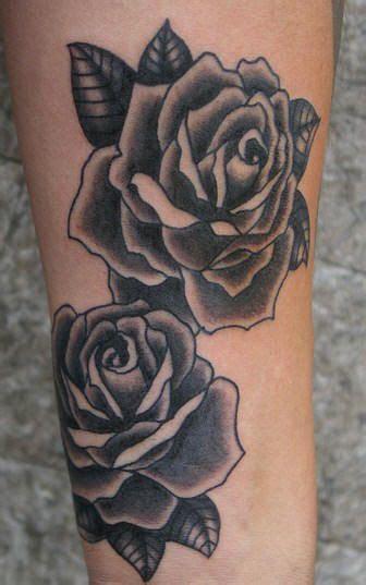 Resultado de imagem para tattoo rosa preta Tatuagens de