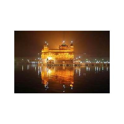 Admire the Majestic Beauty of Golden Temple in