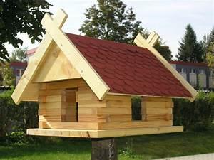 Holz Scheune Bausatz : vogelhaus bausatz bastelsatz holz blockhausbauweise futterhaus bitumen on popscreen ~ Whattoseeinmadrid.com Haus und Dekorationen