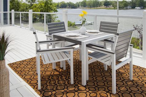 why choosing polywood outdoor furniture better than wood