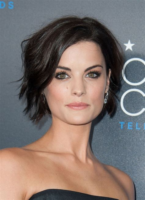 short sassy hair at critics choice awards star2 com