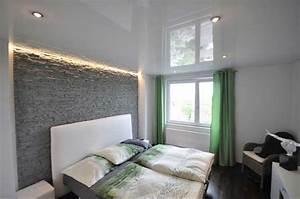 Schlafzimmer Ideen Wand : schlafzimmer gestalten ideen mit dekoration stein an der wand ~ Frokenaadalensverden.com Haus und Dekorationen