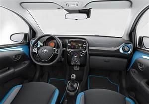 Toyota Aygo  2015    Nouvelle Finition X-cite Bleu Cyan - Photo  4