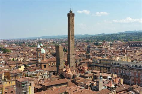 terrazza a livello definizione a spasso per bologna la storia e la leggenda della torre