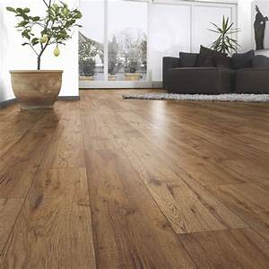 Laminat Vs Vinyl : ostend oxford oak effect laminate flooring sample departments diy at b q ~ Frokenaadalensverden.com Haus und Dekorationen