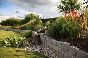 Gartengestaltung Böschung Gestalten : trocksteinmauer mit b schung und kiesbett hablesreiter gartengestaltung ~ Markanthonyermac.com Haus und Dekorationen