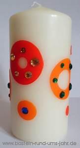 Kerzen Verzieren Weihnachten : kerzen mit leuchtenden ringen verzieren basteln rund ums jahr ~ Eleganceandgraceweddings.com Haus und Dekorationen