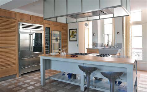 cuisine st paul cuisine classique associant chêne naturel et bois laqué îlot majestueux atelier de paul
