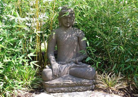 gartengestaltung mit bambus bambusrohre asiatisches flair gartenbuddha sitzender buddha