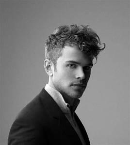 Coiffure Homme Cheveux Bouclés : comment choisir une coupe de cheveux homme ~ Melissatoandfro.com Idées de Décoration