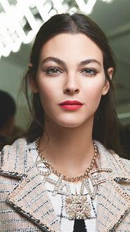 A Step-by-Step Guide to Chanel's SS19 Beauty Look - Savoir ...
