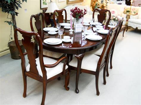 thomasville dining table and 6 chairs with 2 leaves