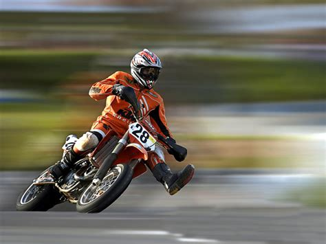 motorrad mit 3 räder wallpaper motorrad mit der nr 28 hintergrundbilder f 252 r