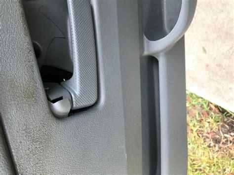 jeep grand cherokee door handles  broken
