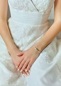 bracelet de mariee anna avec petit noeud en perle garni de With robe de mariée discount avec bracelet strass mariage