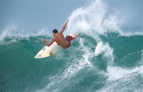 pick   surfing beaches  sri lanka