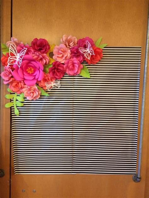 Diy Photo Backdrop With Wrapping Paper by Kate Spade Backdrop Paper Flowers And Ks Wrapping Paper