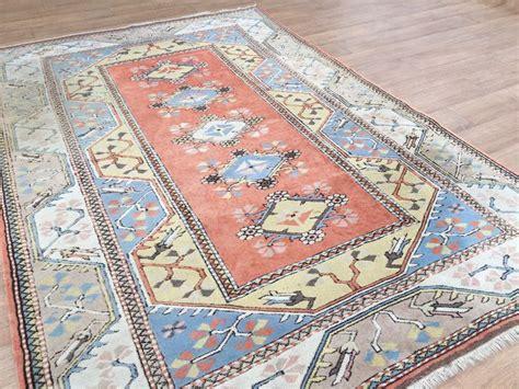 tapis turc milas environ    cm encheres
