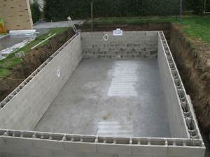Piscine En Dur : construction piscine et mur envo tant construction piscine ~ Dode.kayakingforconservation.com Idées de Décoration