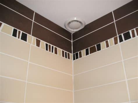 refaire un plafond de salle de bain salle de bain comment dissimuler facilement et rapidement des canalisations d eau reussir
