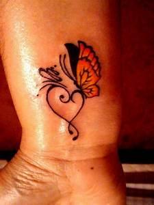 Tattoos Mit Bedeutung Für Frauen : schmetterling tattoo bedeutung sch n und sinnvoll ~ Frokenaadalensverden.com Haus und Dekorationen