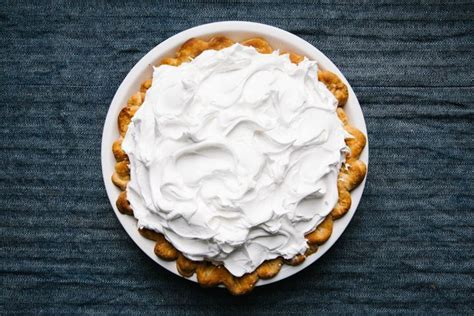 how to keep meringue from weeping how to use cream of tartar