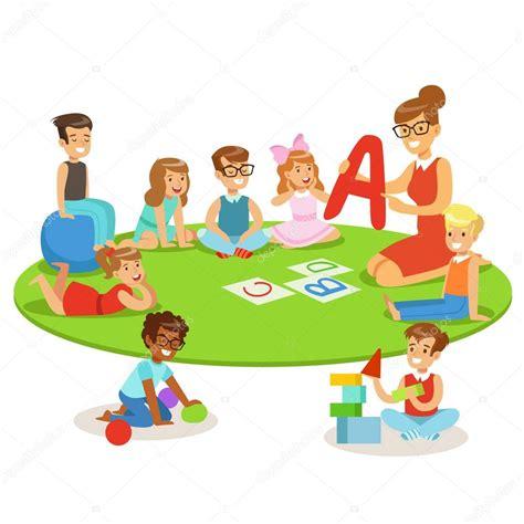 foto de Jeunes enfants apprendre l Alphabet et jouer dans l école