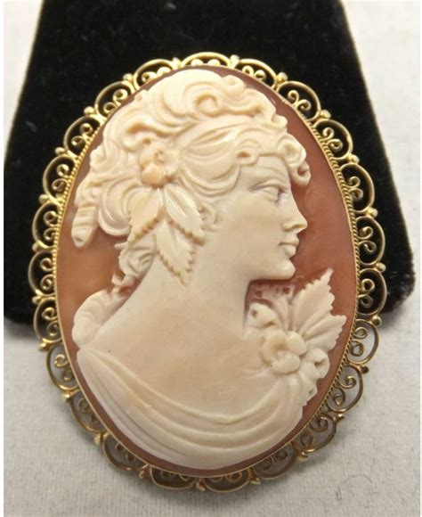 vintage  gold italian  carved shell cameo brooch