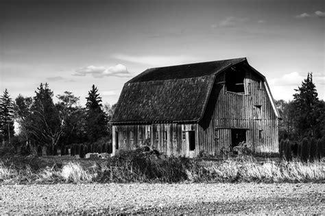 black and white barn old barn black and white www pixshark com images